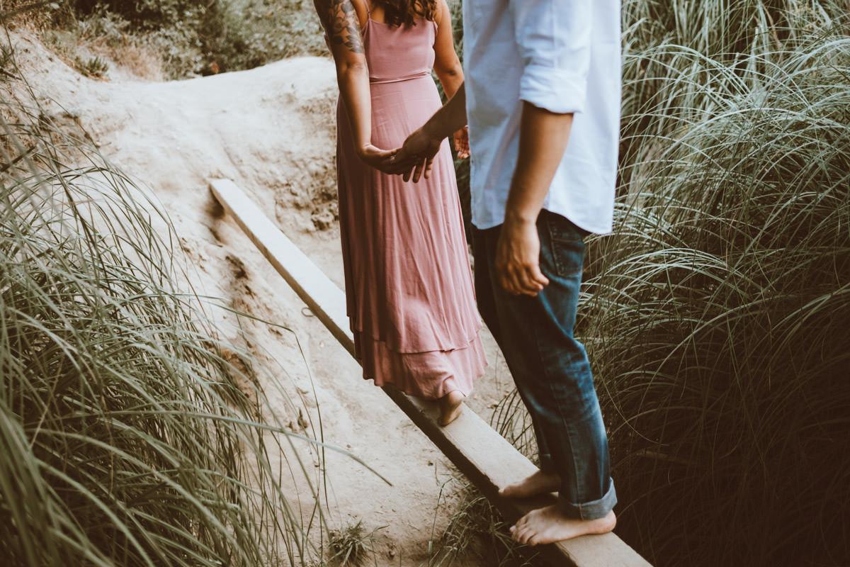 adventurous couple hiking barefoot in la jolla 4