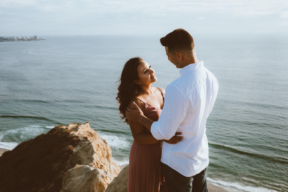 adventurous couple hiking barefoot for engagement photos la jolla 7
