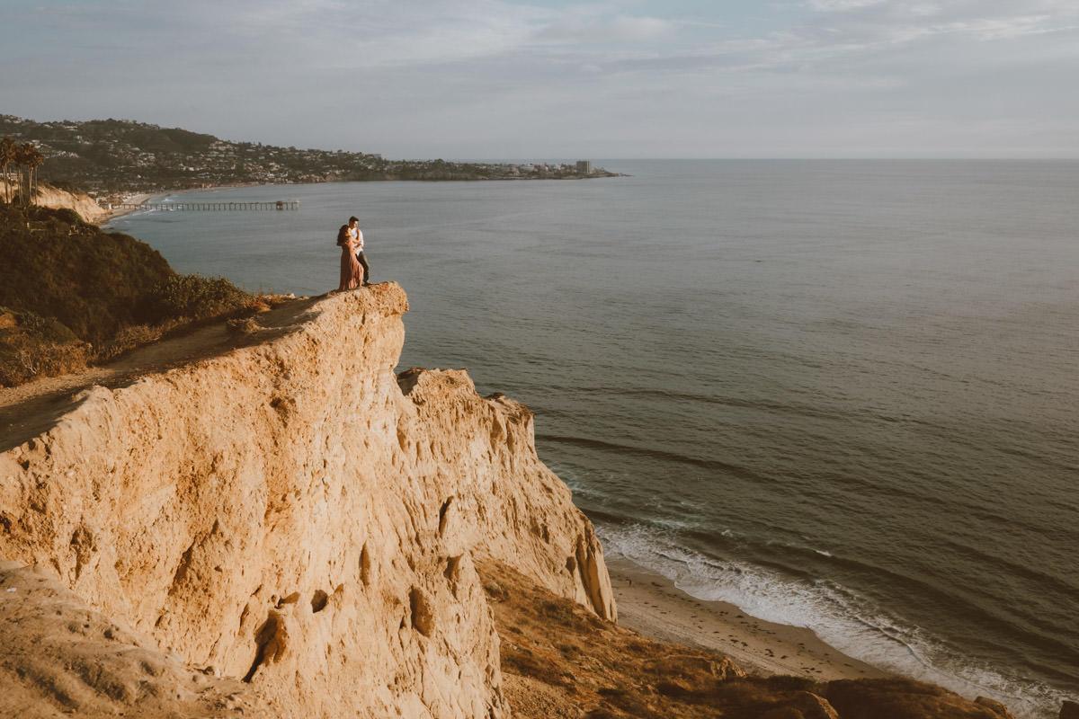 adventurous couple hiking barefoot for engagement session la jolla 10