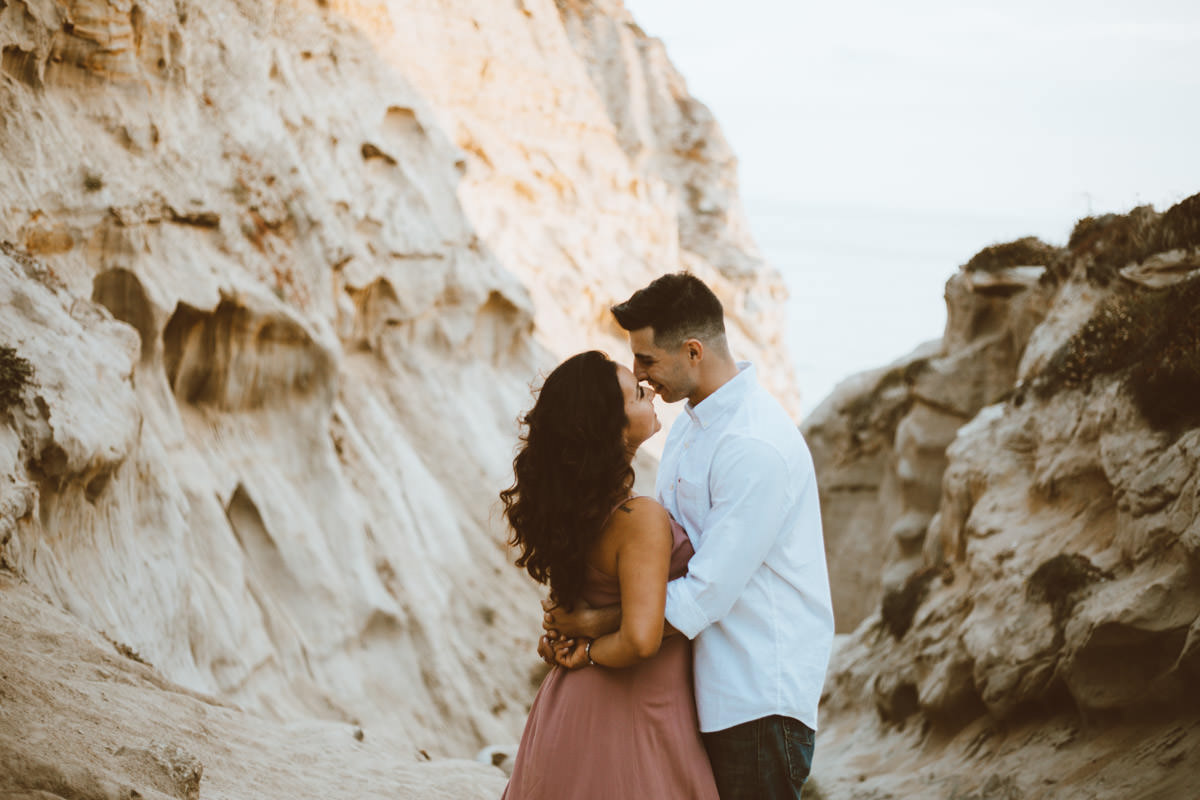 adventurous couple hiking barefoot for engagement session la jolla 16