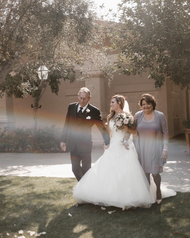 6 tips for getting gorgeous wedding photos - plan around the sun 4