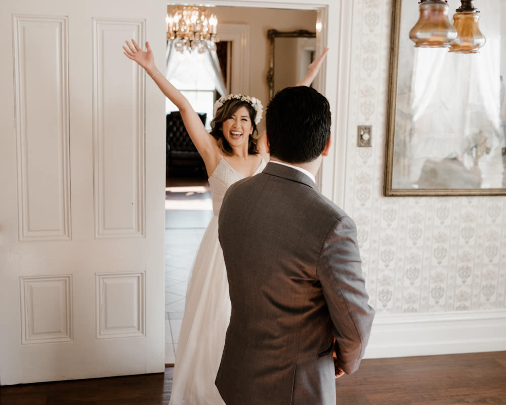 6 tips for getting gorgeous wedding photos - consider a first look 1