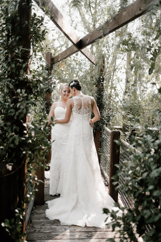 6 tips for getting gorgeous wedding photos - consider a first look 2
