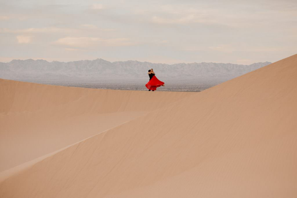 glamis sand dunes engagement session lift me up