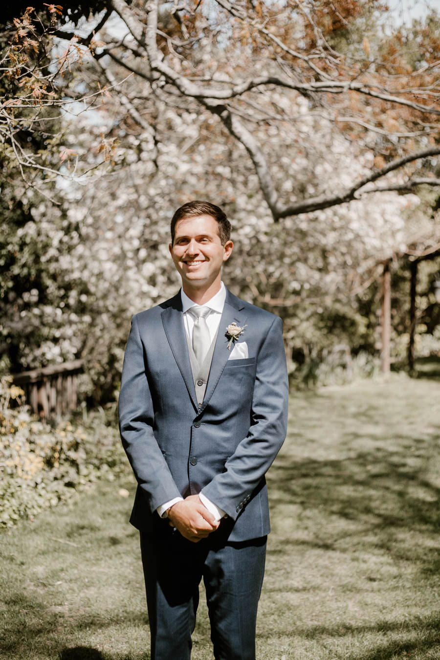 groom's ready for first look